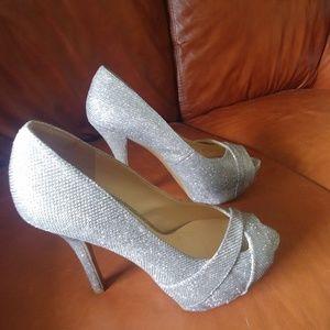 EUC Guess silver glitter high heels size 6